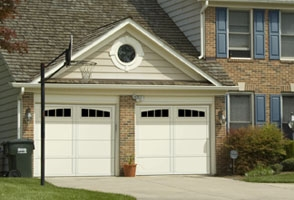garage-door-courtyard-161B
