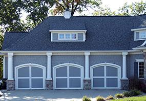 garage-door-courtyard-371m